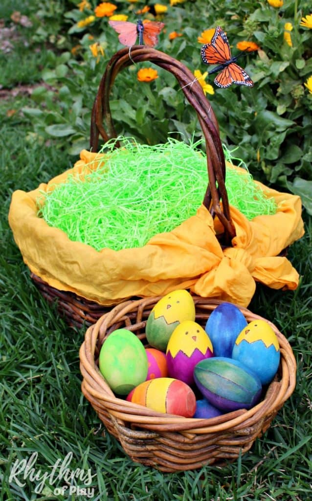 Eco-friendly Easter baskets ideas make it easy to create quality Easter baskets that your kids will love! Use these simple natural green living tips to reduce your carbon footprint and make your kids happy. Includes links to tutorials to make upcycled Easter baskets from recycled materials and non-candy Easter gift ideas.