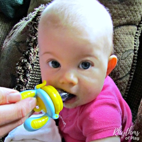 Food feeder baby teething relief idea to soothe infants