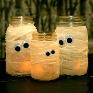 Halloween lantern DIY mummy-jars from dailysavings.allyou.com