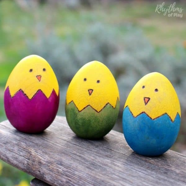Easter chicks wooden egg craft is a fun and easy rustic spring DIY project. Kids love finding these cute little chicks in Easter Baskets and on Easter Egg Hunts. Easter Eggs | Woodburning Craft | Easter Ideas