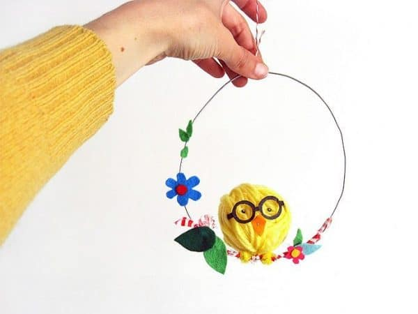 Yarn Easter baby chick craft idea