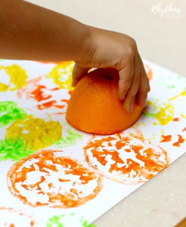 Citrus printing process art is an easy art project and painting idea for children. It is a super fun art technique for kids to learn to use paints and art materials, explore their creativity, and practice stamping to make art. A simple art lesson for toddlers, preschoolers and kids of all ages!