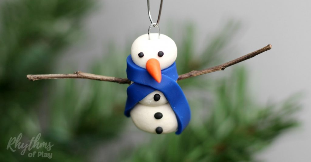 These cute homemade DIY polymer clay Snowman ornaments are easy for both kids and adults can make. Handmade ornaments like these are perfect for the Christmas tree. They make beautiful decorations and are a great wonderful hostess gift idea!