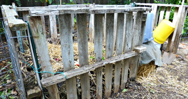 pallet compost bin diy backyard composting