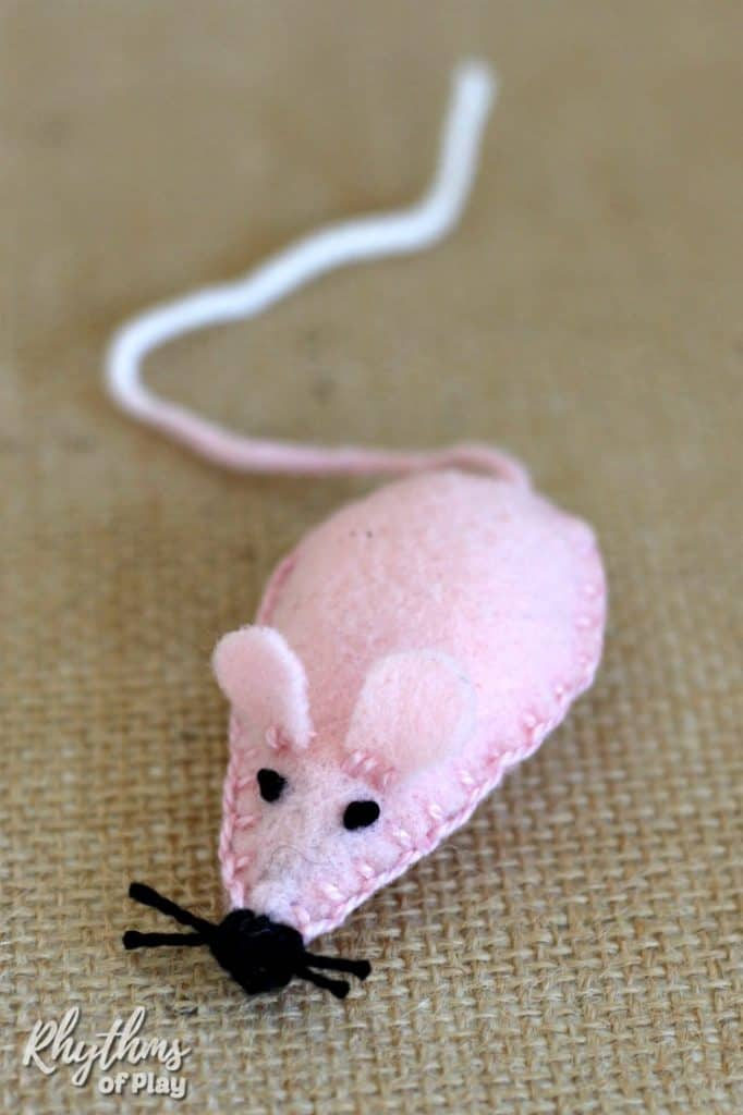 Felt mouse plush toy sewing project with printable pattern for kids and cats
