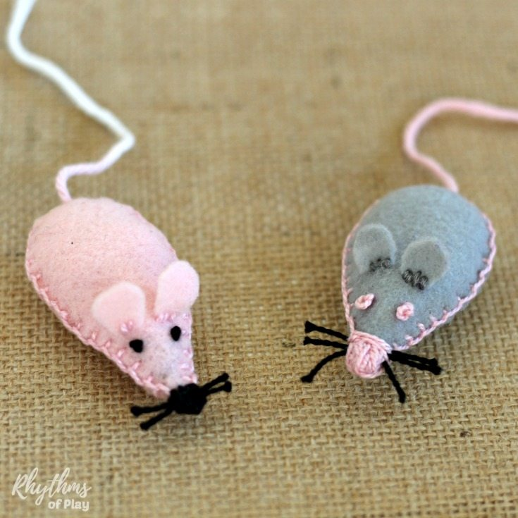 Sew a pocket pet mouse softie with the kids as a beginning sewing project! A pet mouse you can put in your pocket makes a great loveyor comfort object the kids can easily carry around with them. Send them off to day care or school for the first time, or back to school with a little bit of the safety of home right in their pocket.
