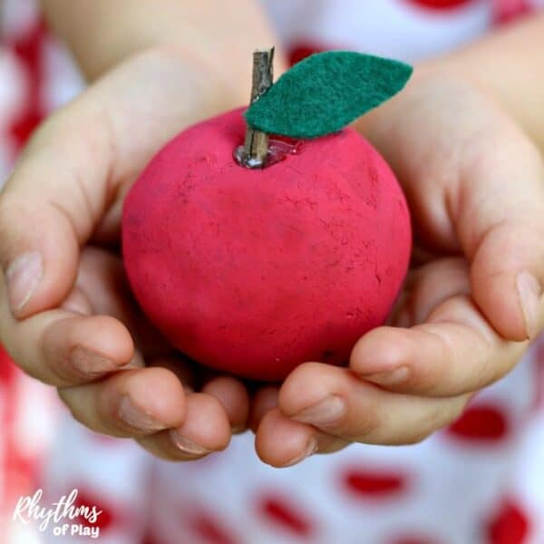 Oak apple nature craft for kids and adults.