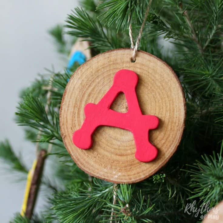 Rustic alphabet wood slice ornaments are a super fun book-inspired nature craft and literacy activity for kids. Rustic ABC ornaments are a unique kid-made Christmas craft make it easy to decorate the Christmas tree.