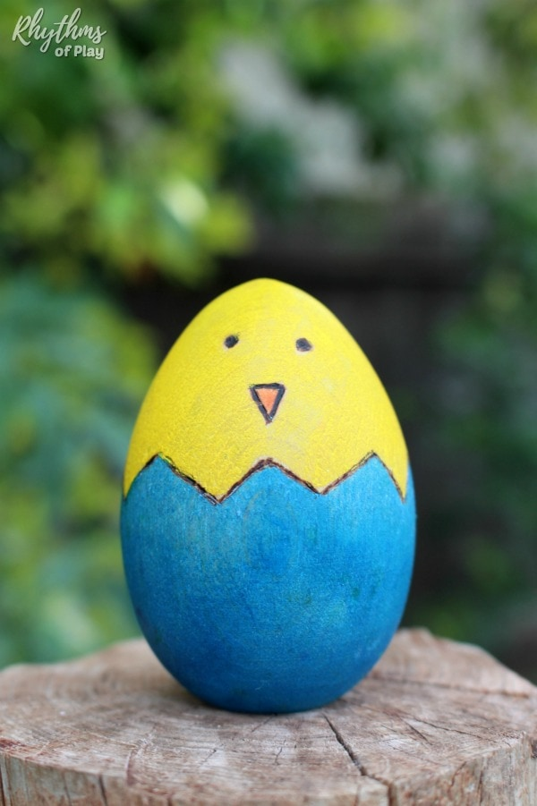 cute Easter chicks egg decorating idea
