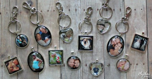 Photo keychain keepsake gifts and wedding favors