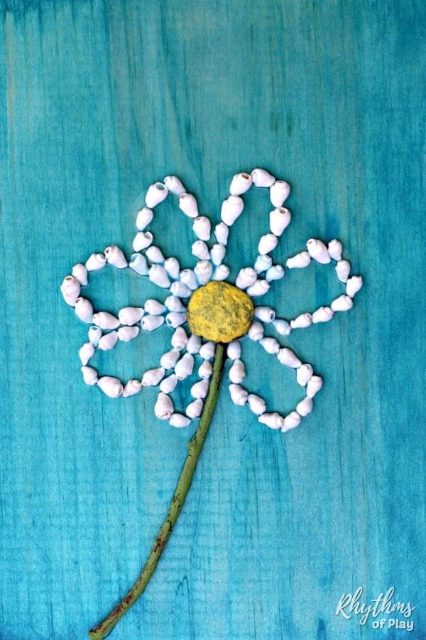Easy daisy shell nature craft for kids and adults.